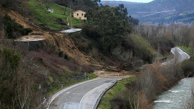 La Nacional 623, sepultada bajo toneladas de barro en Borleña