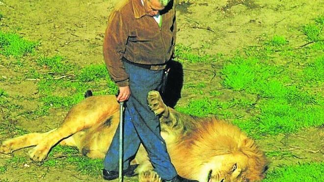 El hombre que vivía entre leones