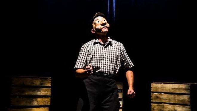Entre el circo, el cabaret y las máscaras