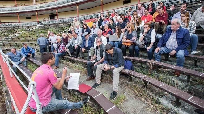 """La peñas piden a los taurinos que """"reconsideren"""" su voto el 26-J"""