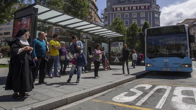 """Mantecón advierte del """"caos del transporte público"""" en la Semana Grande"""