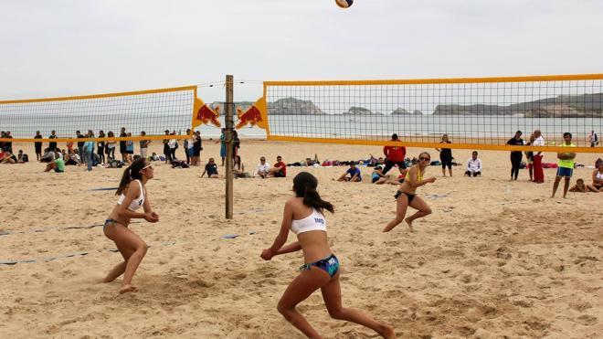 El 'Villa de Laredo', en la playa Salvé, este fin de semana