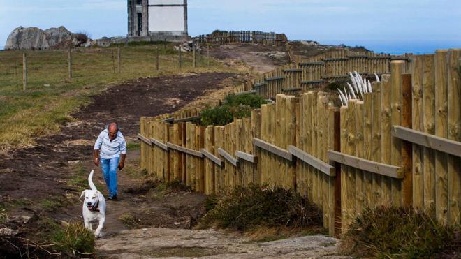 El nuevo proyecto para la senda costera elimina el 95% del vallado, las traviesas y dos miradores