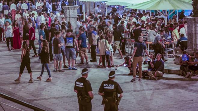 La policía borra el botellón de Cañadío, que se traslada a otros puntos de la ciudad