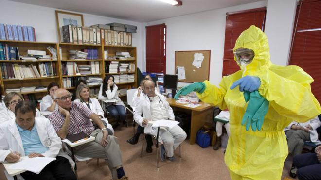 Cantabria recupera el protocolo del ébola para actuar en caso de fiebre hemorrágica