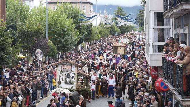 Las carretas más ingeniosas cierran las fiestas de San Mateo con un desfile multitudinario
