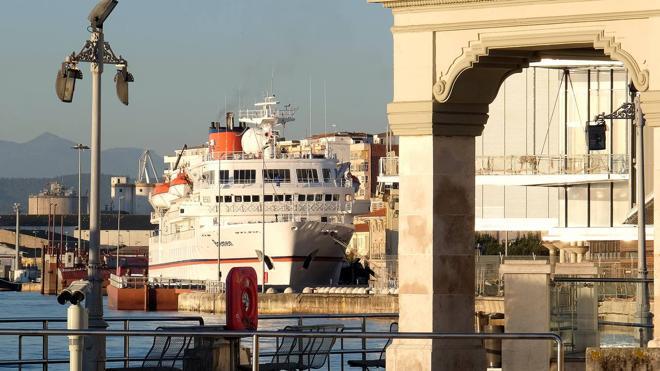 'Bremen' atraca en Santander