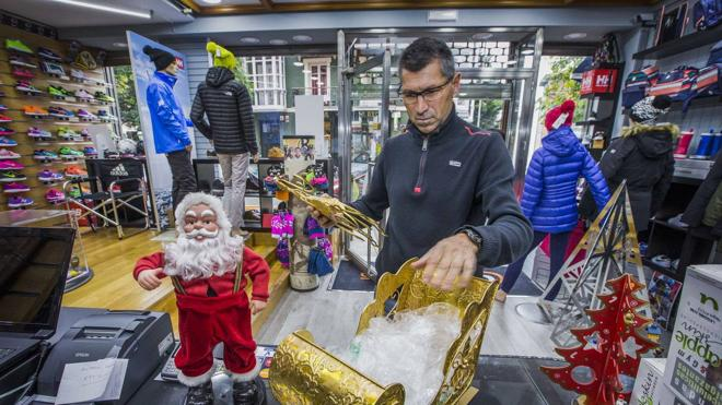 Cantabria generará 11.500 empleos durante la campaña de Navidad, según Adecco