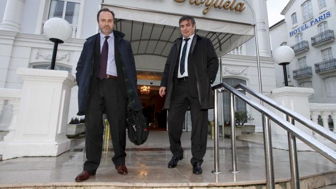 Jesús Lavín y Andrés de León comparecerán en el Parlamento el próximo jueves