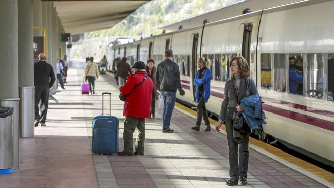 Fomento eleva el coste del tren de altas prestaciones a cerca de 800 millones
