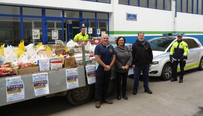 La Asociación Deportiva de la Policía Local recauda 2.500 kilos de alimentos para Cáritas