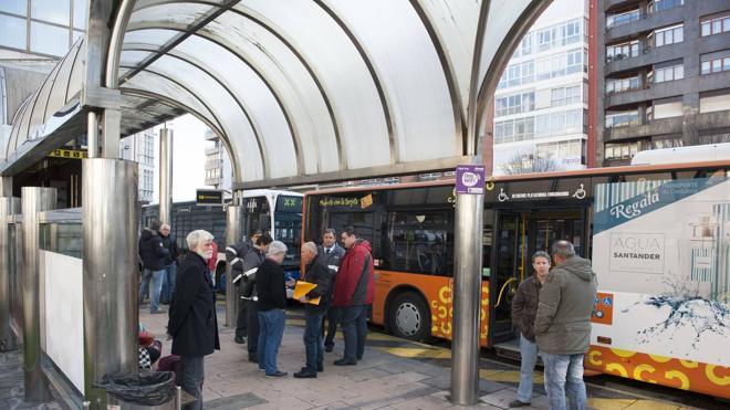 """El Gobierno """"no va a consentir"""" que desaparezcan rutas de autobús en Cantabria"""