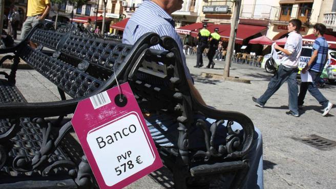 Santander gasta 180.000 euros al año para reponer el mobiliario urbano que se destroza