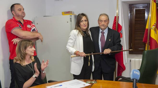 """La nueva alcaldesa de Solórzano tiende la mano a la oposición y ofrece """"diálogo"""""""