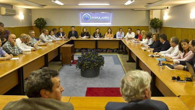 Los diputados no contestan y el PP asume que rechazan el cambio de portavoz